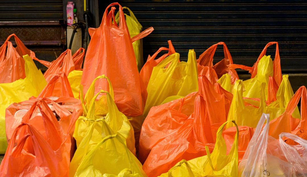 Adiós a las bolsas de plástico a partir del próximo año en ...