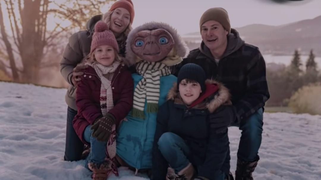 E.T. y Elliot vuelven a estar juntos en la Tierra para esta Navidad