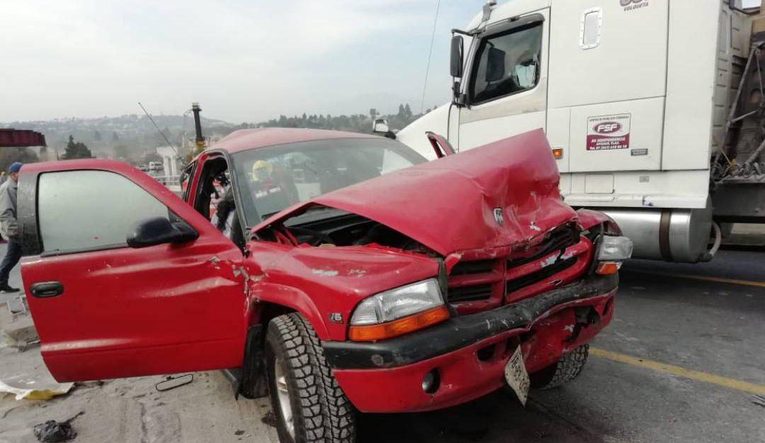 Accidente carretero deja 5 muertos y 21 heridos en Tlaxcala