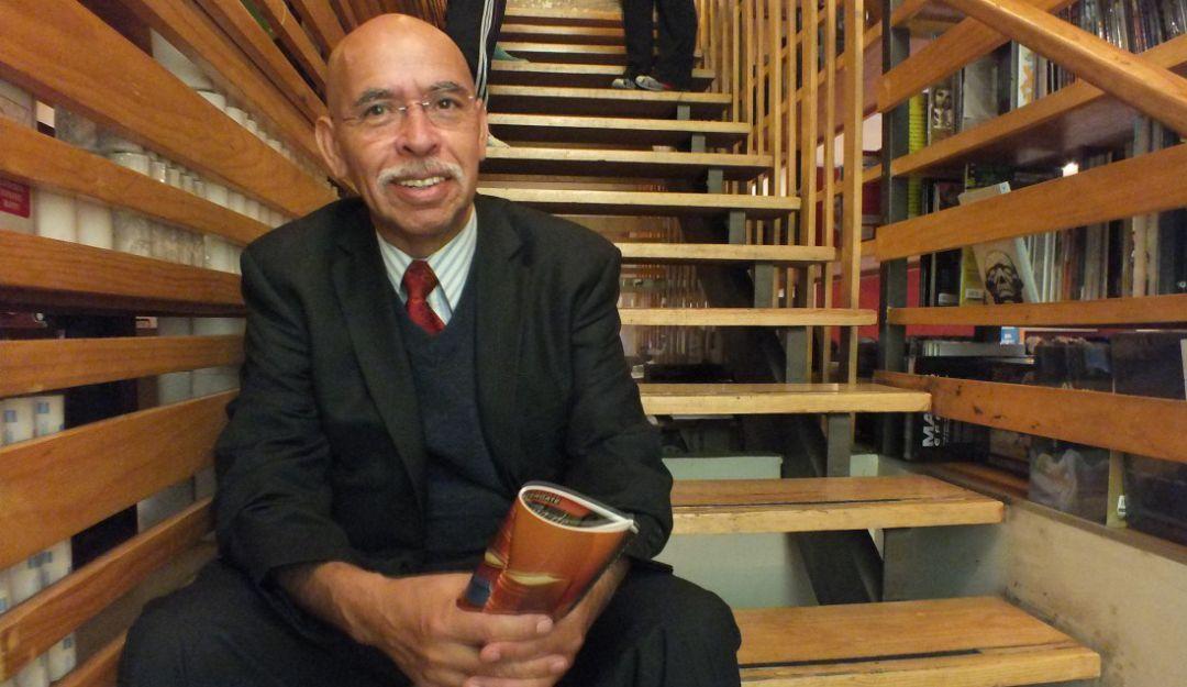José Reveles recopila 50 años de reportar mirando a la muerte