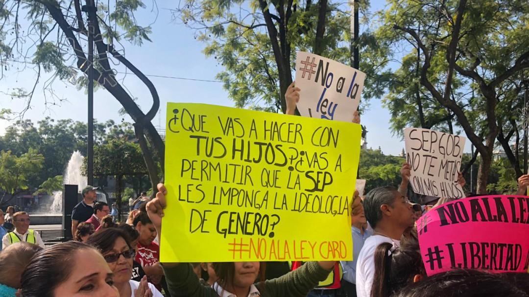 FNF marcha contra la prohibición de las terapias de conversión