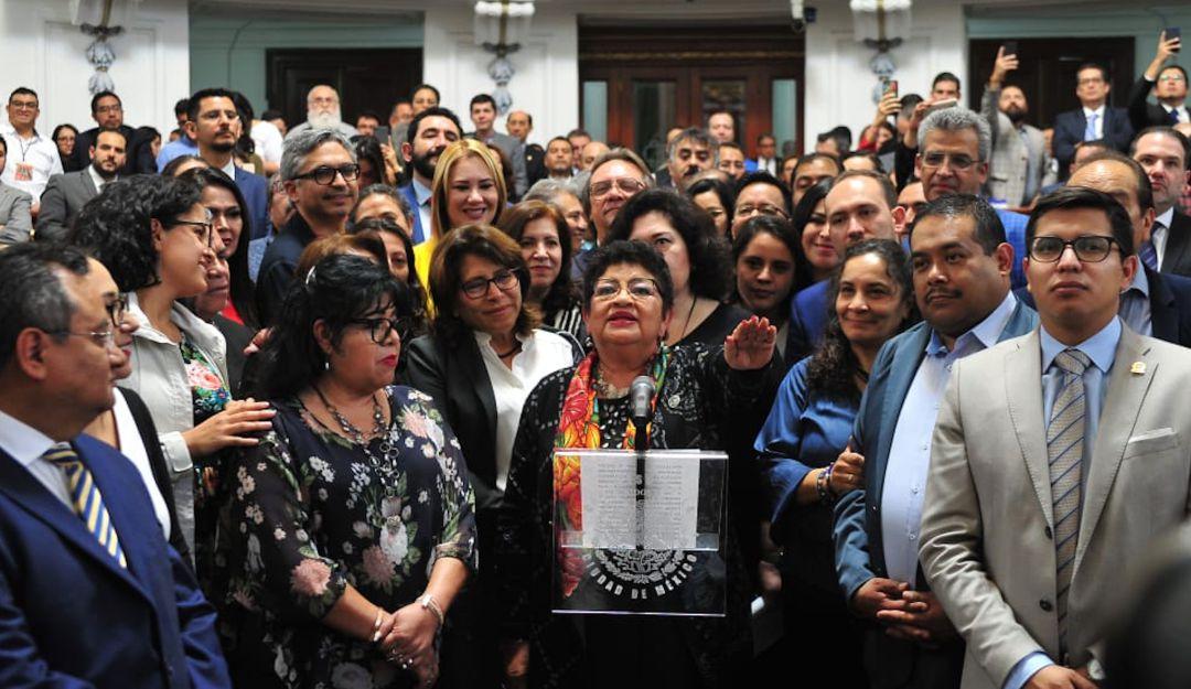 Ernestina Godoy rinde protesta como primera fiscal de la CDMX
