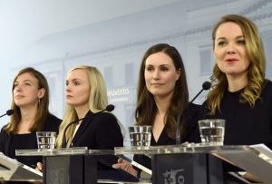 Reunidas en conferencia (de izquierda a derecha) Li Andersson, ministra de Educación; Maria Ohisalo, ministra del Interior; Sanna Marin, primera ministra; y Katri Kulmuni, ministra de Finanzas