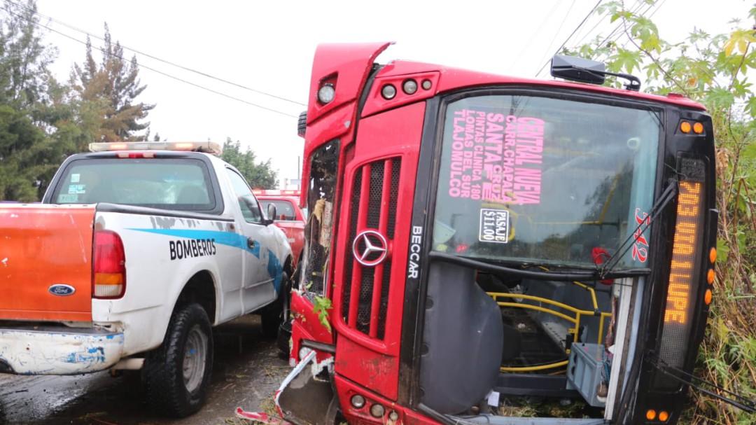 Choque entre dos camiones deja 25 lesionados en Tlajomulco