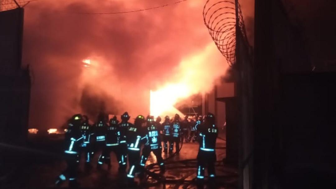 Se registra incendio en subestación eléctrica de CFE en Iztapalapa