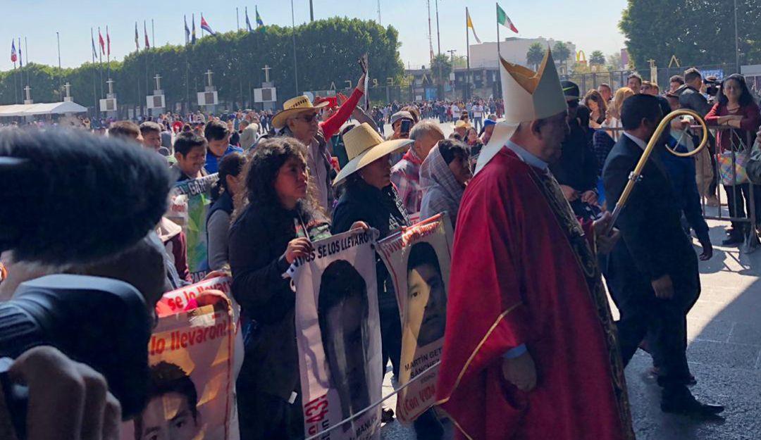 Celebran misa en la Basílica por la localización de los 43 normalistas