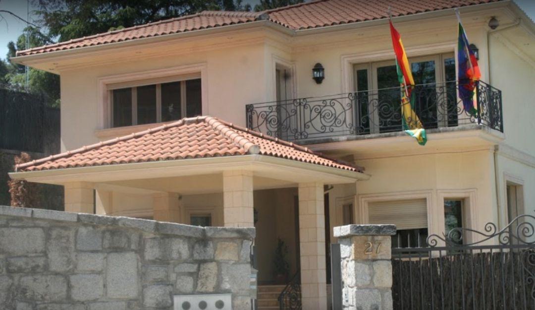 España responde a Bolivia y expulsa a tres funcionarios