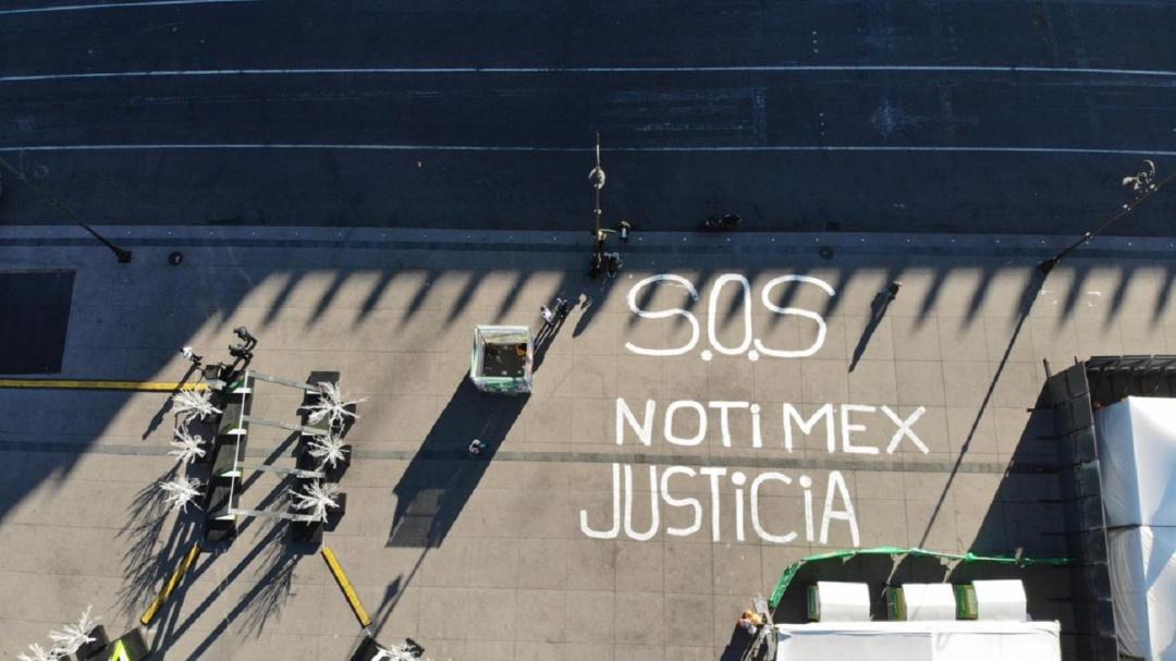 Trabajadores de Notimex lanzan SOS frente a Palacio Nacional