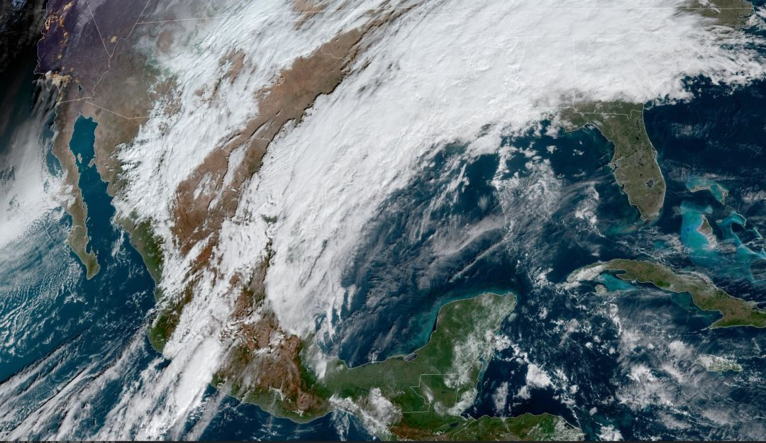 Alertan por fuertes vientos en la CDMX