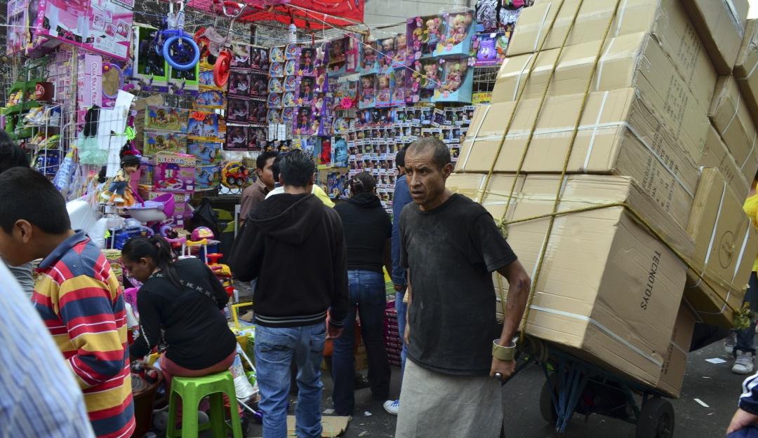 """""""Se nos hizo fácil"""": Funcionarios roban juguetes en Iztacalco"""