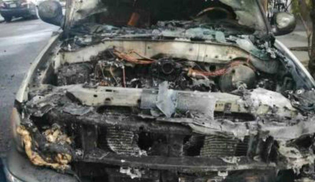 Se incendia camioneta; bomberos de El Salto tardaron 50 minutos en apagarlo