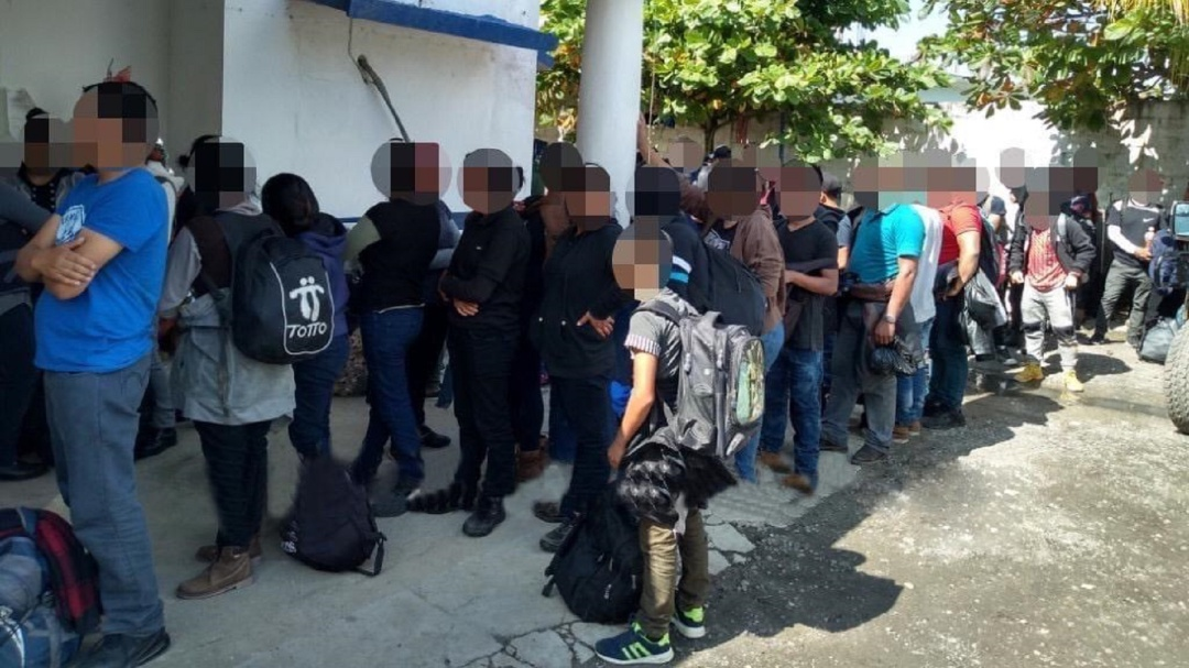 Policía de Veracruz rescata a 117 migrantes