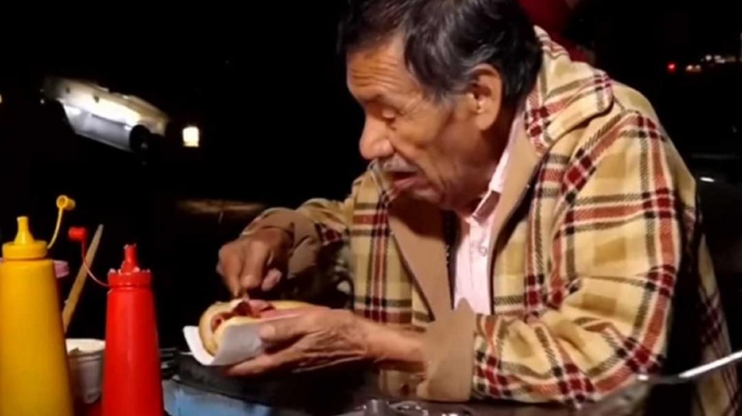 SOPITAS: Conoce a Don Abel, quien pasaba días sin vender un solo Hot Dog