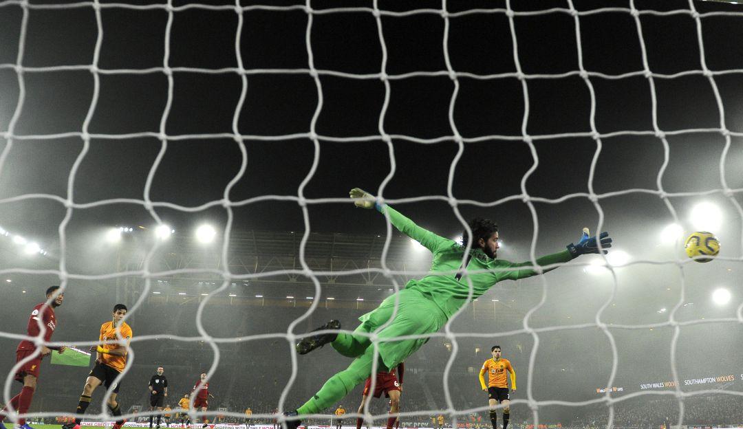 El golazo de Raúl Jiménez al Liverpool