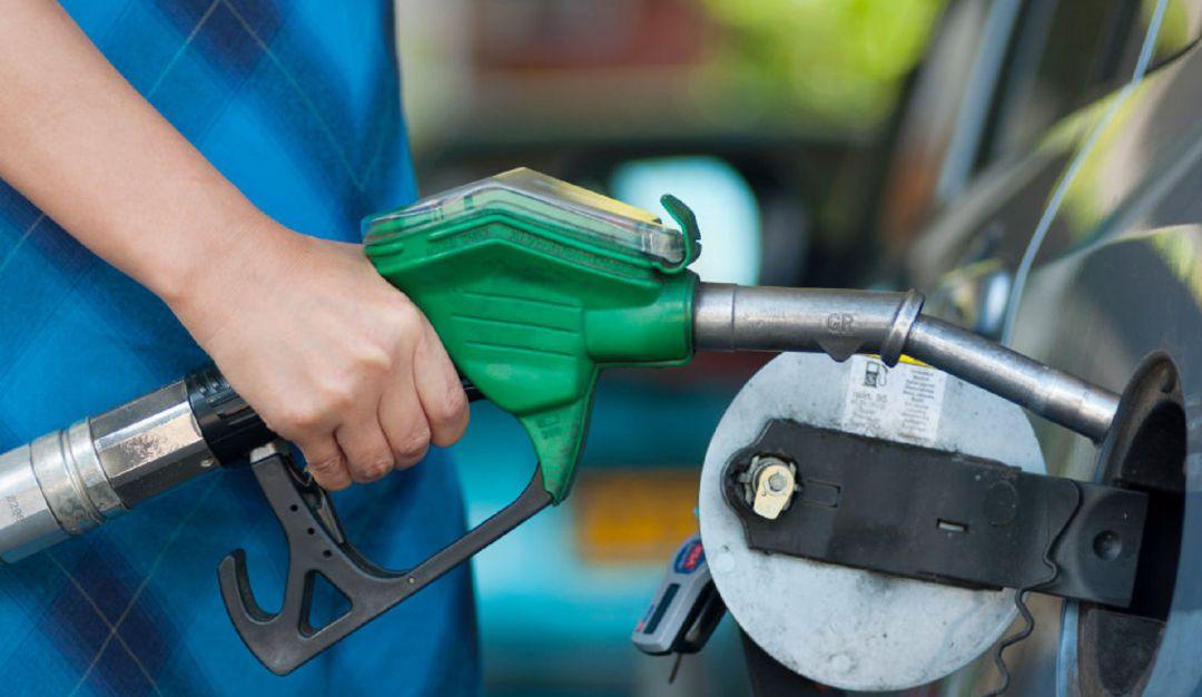 Crean gasolina con basura más barata, costaría 4 pesos