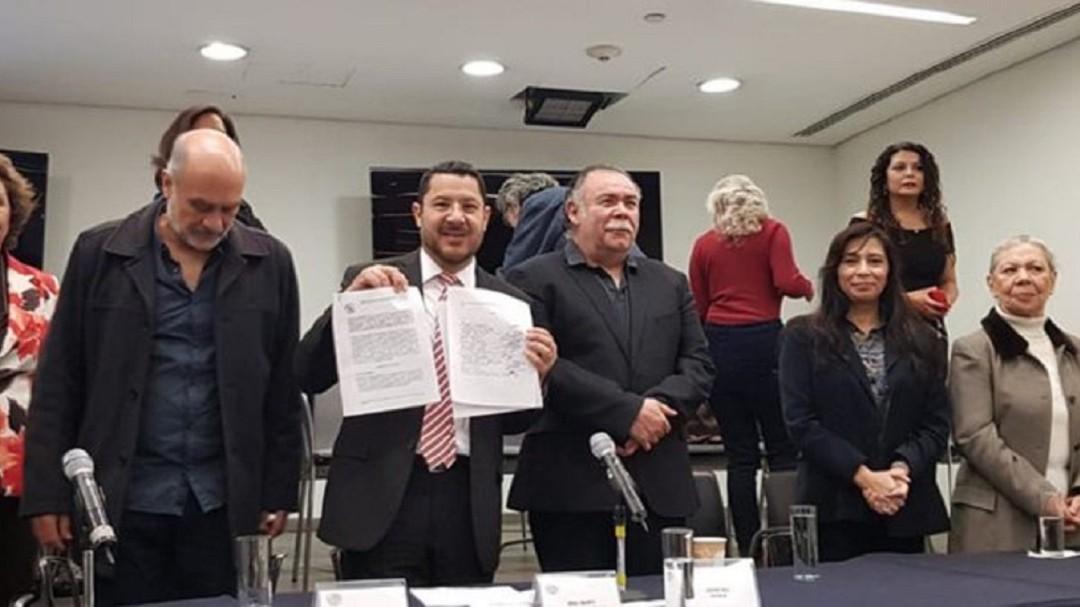 Actores de doblaje no están reconocidos en la Ley: Martí Batres