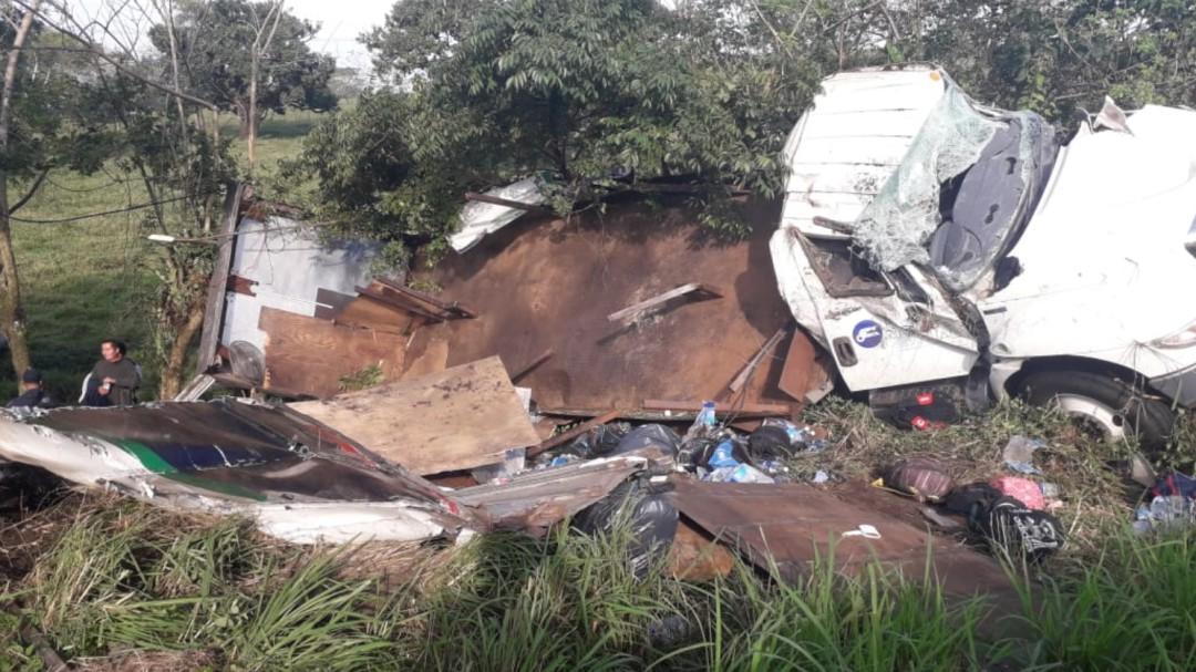 Un muerto y 45 lesionados por volcadura en Veracruz