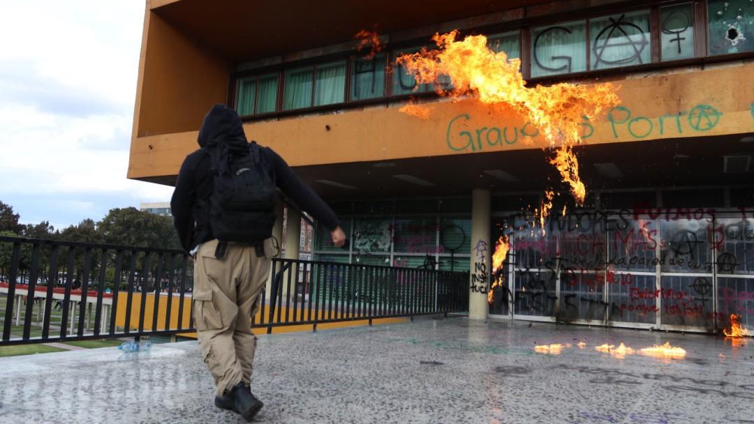 Siento que hay mano negra en violencia de la UNAM: AMLO