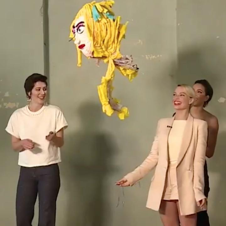 Las protagonistas de Ave de Presa rompen una piñata con De Película W
