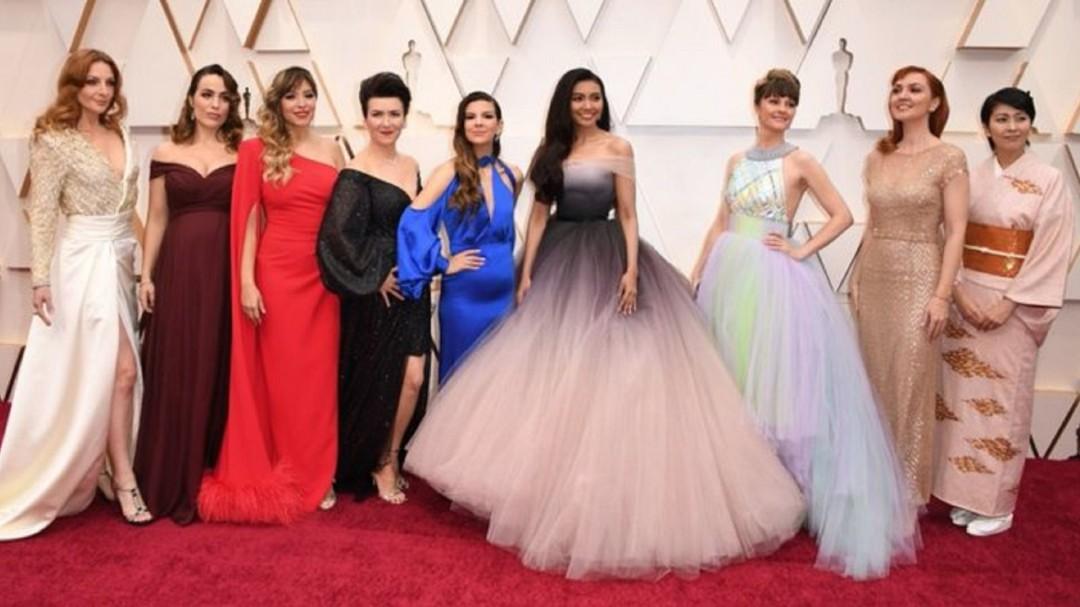 """Juntas todas las """"Elsas"""" de Frozen; así cantó la mexicana Carmen Sarahí"""