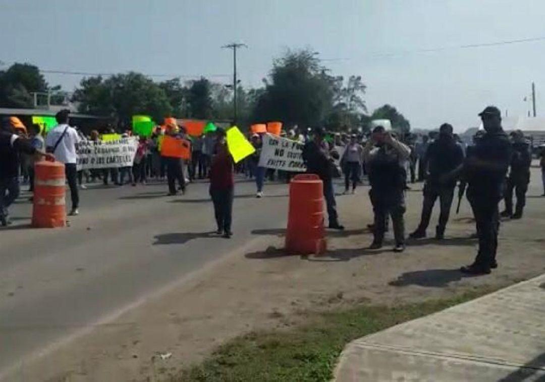 Enfrentamiento entre policías y pobladores deja varios heridos en Veracruz