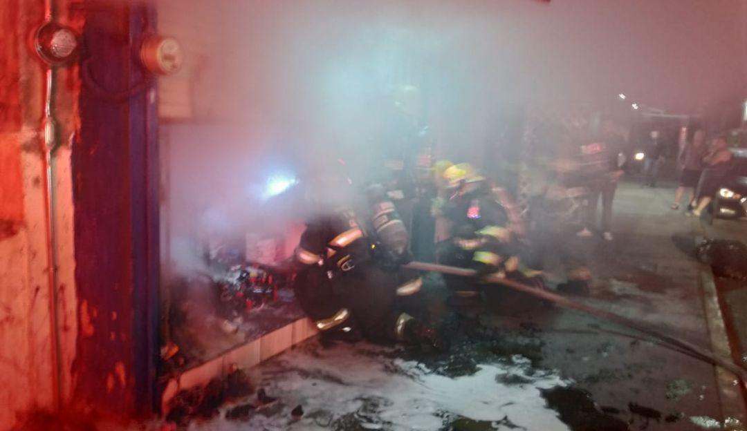 Se incendia tienda de abarrotes en Guadalajara