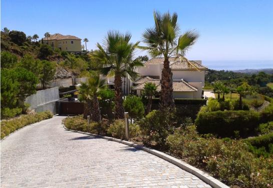La Zagaleta, es una finca de 900 hectáreas que tiene un rigoroso control de acceso y que cuenta con 240 mansiones