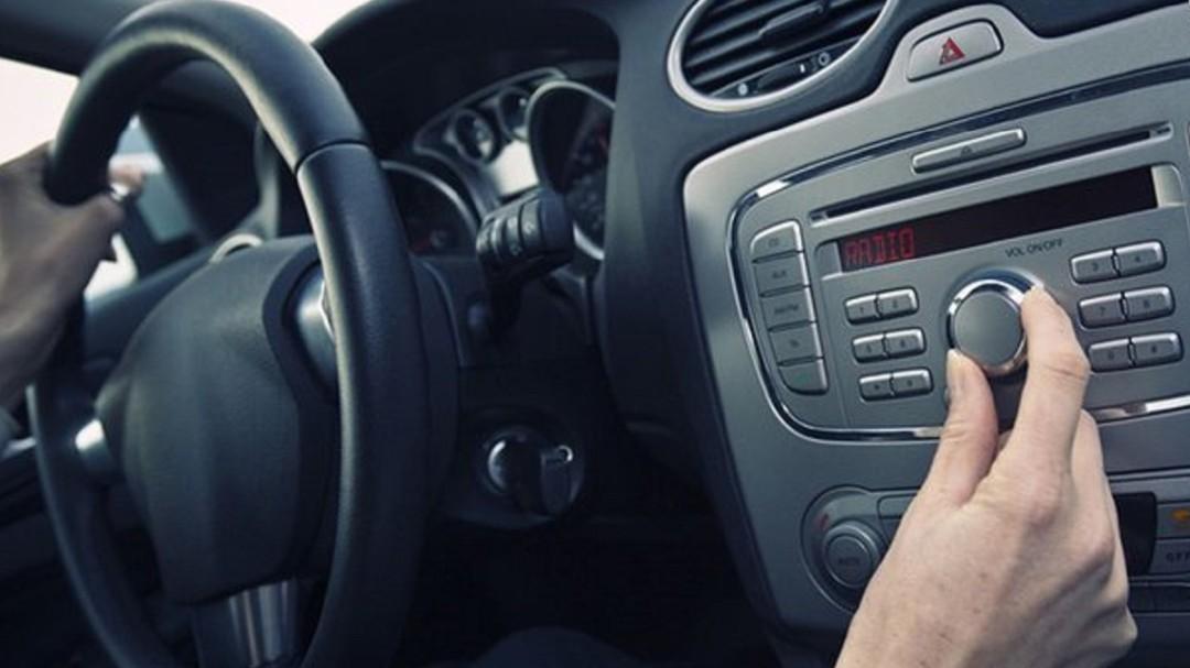 En México la radio es más escuchada en el auto