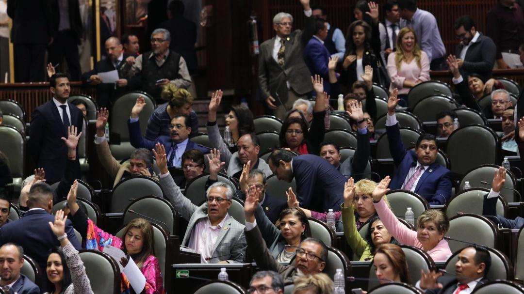 Aprueban diputados controversia contra salarios de consejeros INE