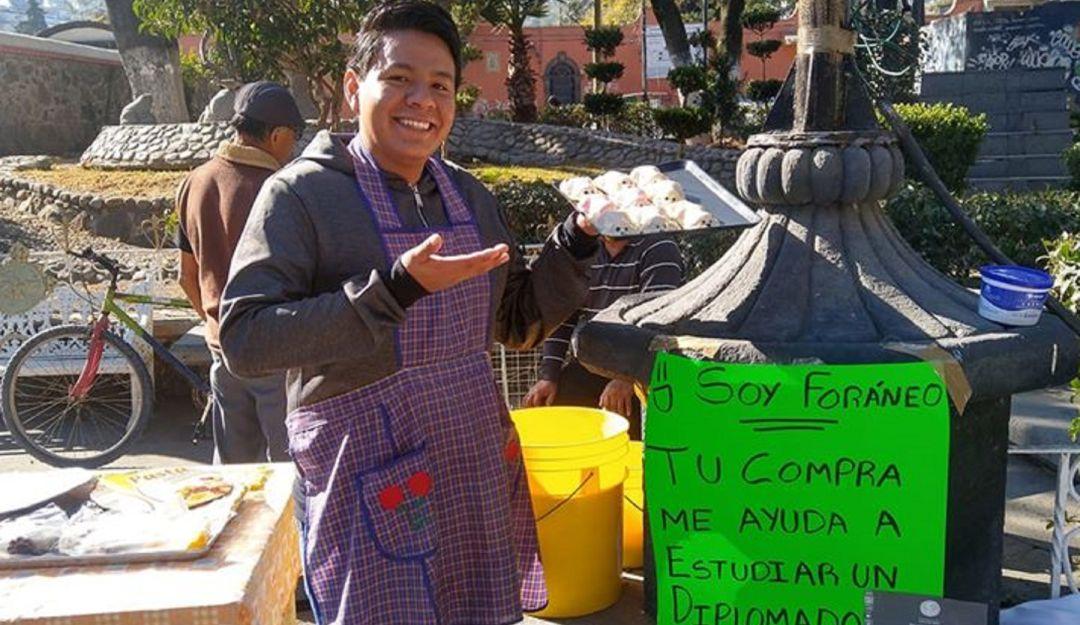 Joven vende gelatinas para poder pagar su diplomado