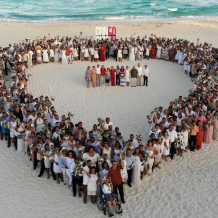 Se casan 300 parejas en boda colectiva en Cancún