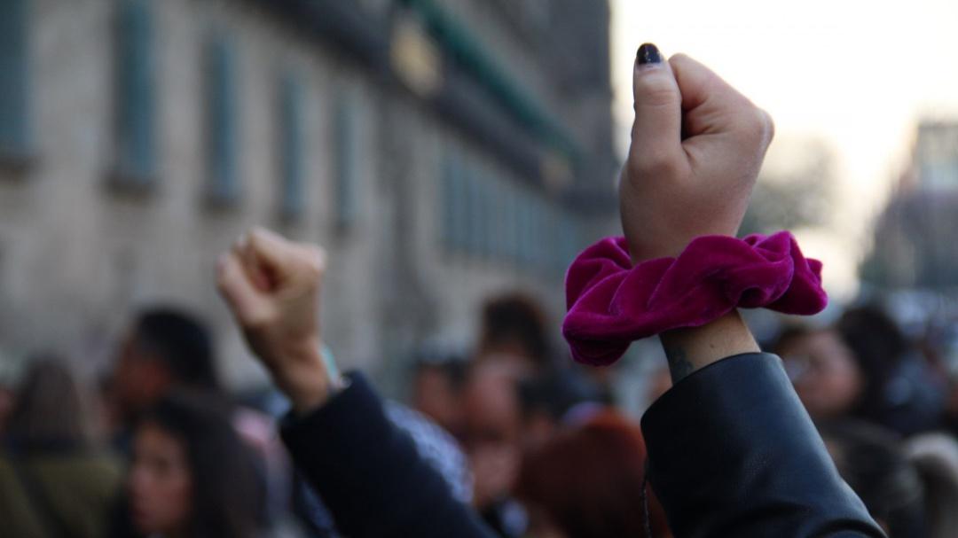 No se puede pedir a las mujeres que no se manifiesten así: González Contró