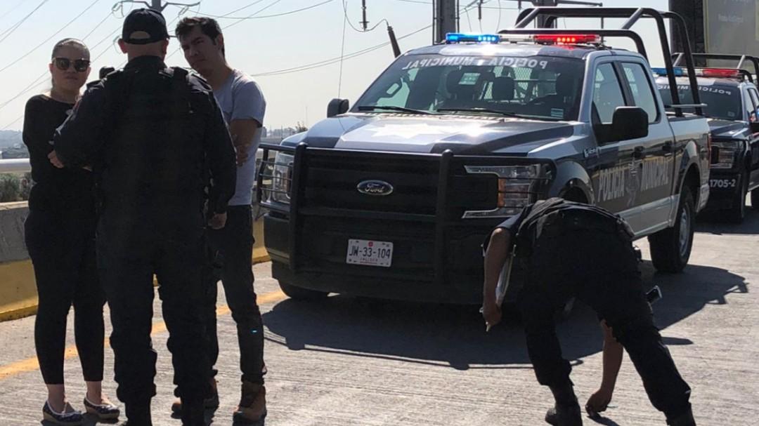 Policías de Tlaquepaque evitan un suicidio