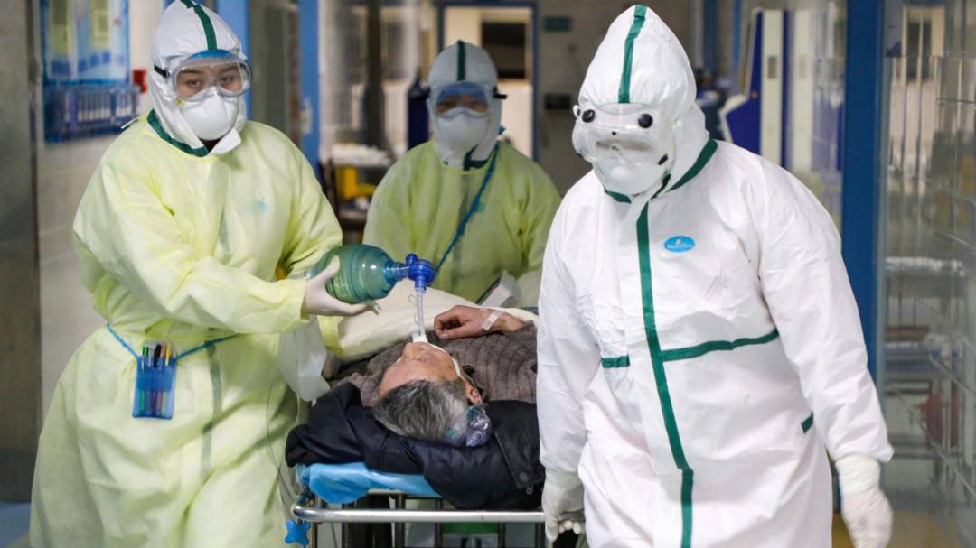 Suman 2004 muertos por coronavirus en China