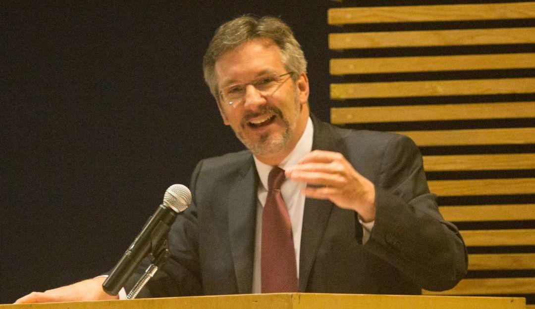 Ackerman pide calma a diputados que impugnaron su designación