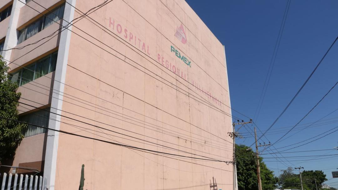 No sé porqué tenemos un gobierno así: hijo de fallecida en Hospital Pemex