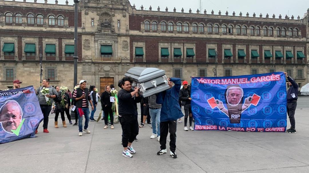 Cooperativistas de Cruz Azul se manifiestan en el Zócalo