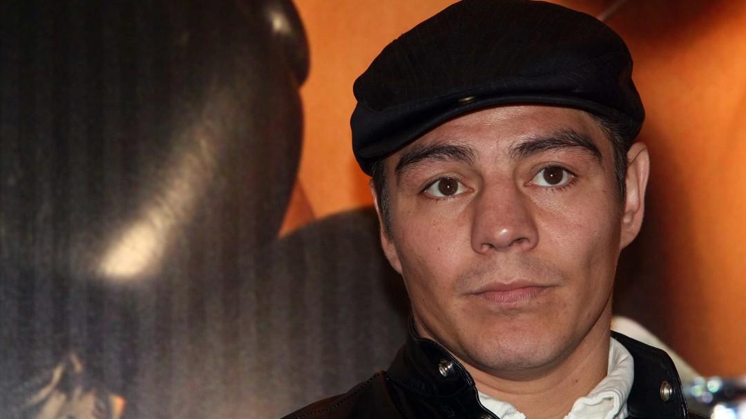 Travieso Arce golpeó a referee durante su pelea contra Julio César Chávez