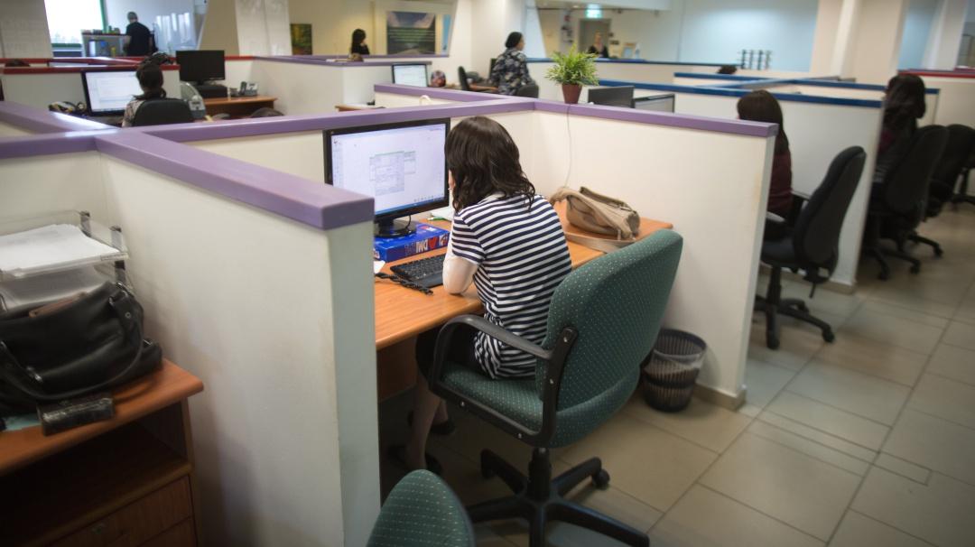 El macho en la oficina: la violencia laboral contra las mujeres