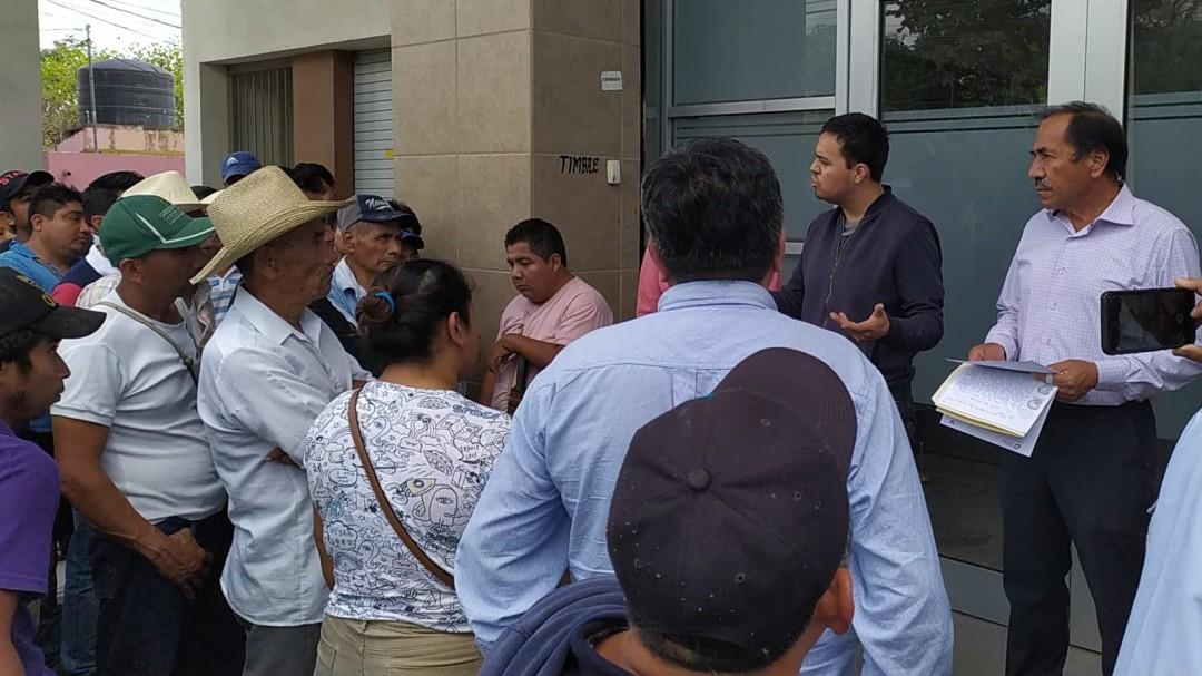 Pobladores retienen a subsecretario de Gobierno de Huejutla