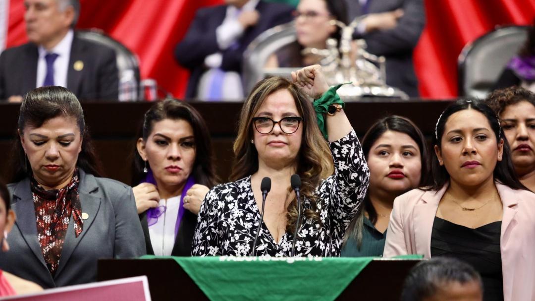 AMLO debe tomar una postura clara ante derecho al aborto: diputada Morena