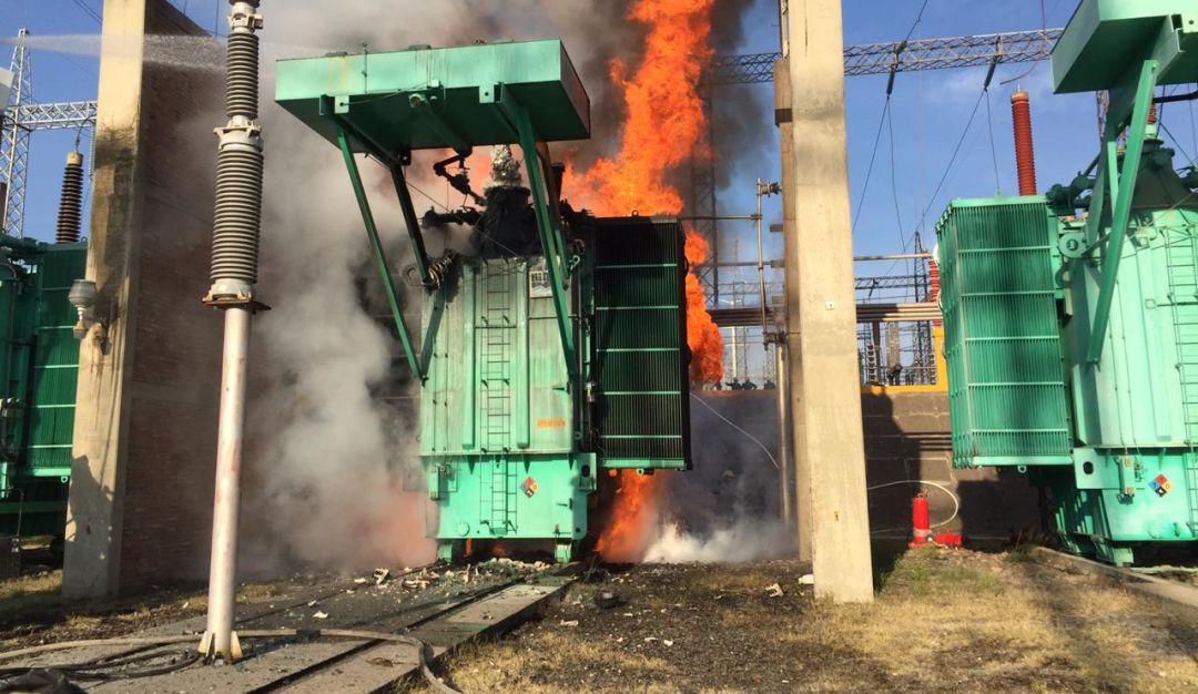 Se incendia transformador de la CFE en el Salto