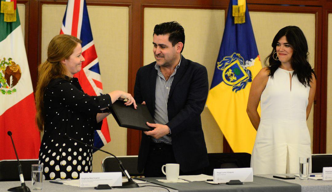 Embajada Británica entrega estudios de transporte público
