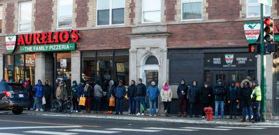 Largas filas se ven en los Coffe Shops para comprar marihuana para la cuarentena de la pandemia del #coronavirus