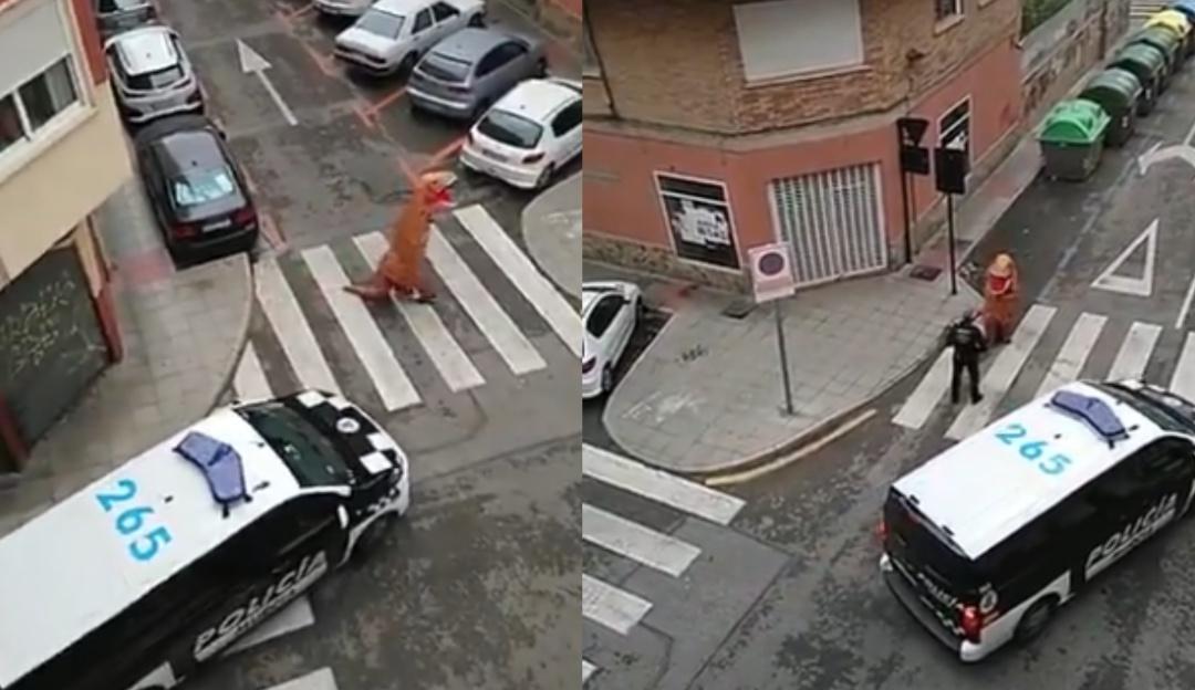 T-Rex sale de paseo en plena cuarentena por Covid-19 y policías lo detienen