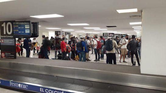 El operativo complementa a los tres vuelos comerciales que en días previos permitieron el retorno de connacionales varados en Lima, Perú.