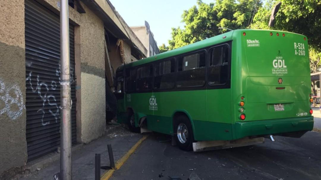 Choque deja 15 lesionados en el centro de Guadalajara
