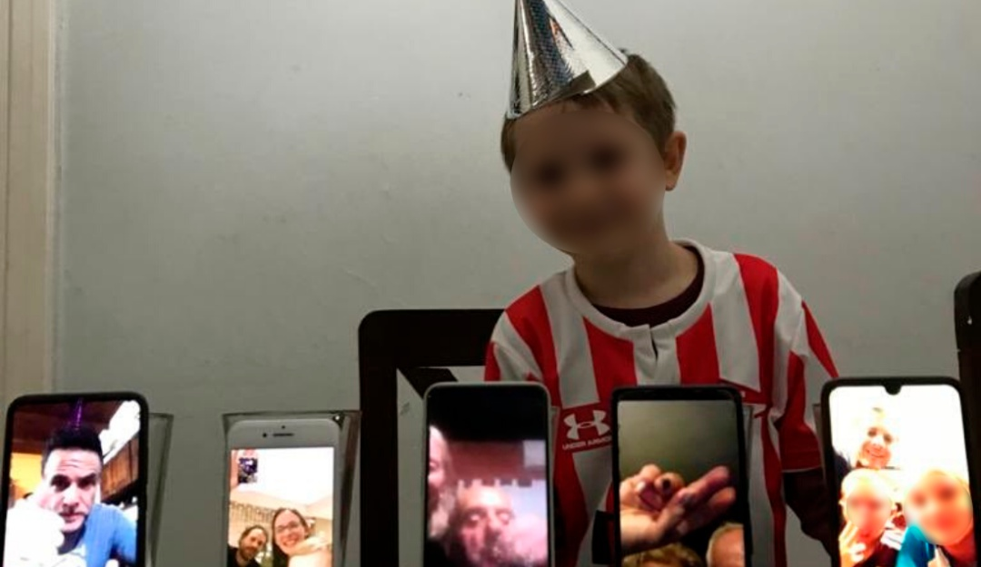 Toma eso, coronavirus; con videollamadas niño festeja su cumpleaños
