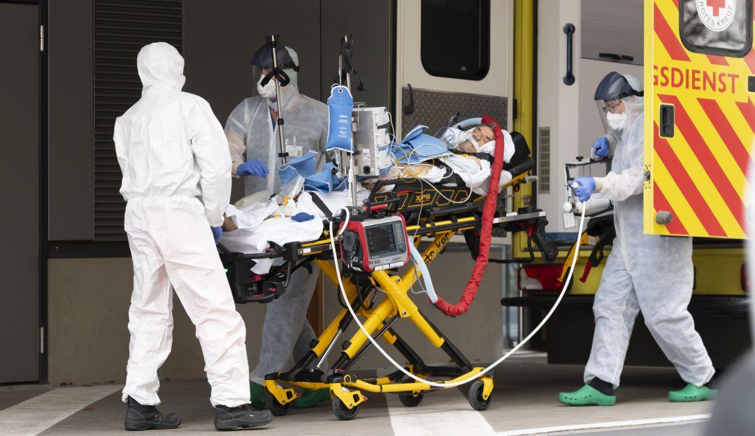 Los muertos en Italia superan los 8 mil y suben de nuevo los contagios