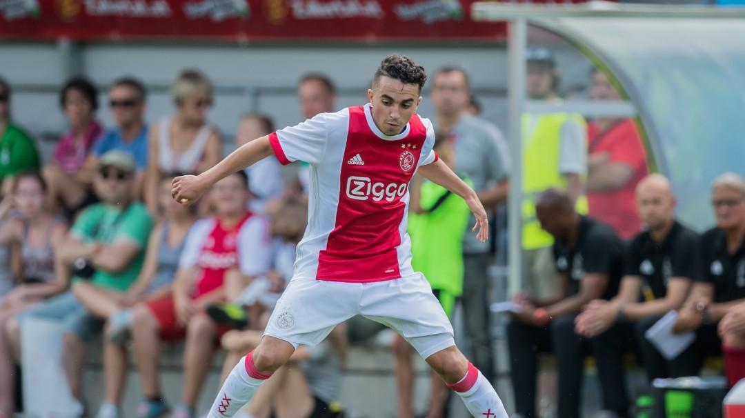 Jugador del Ajax le rescinden contrato tras vencer un coma